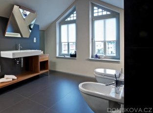 Půdní byt ve vile - koupelna