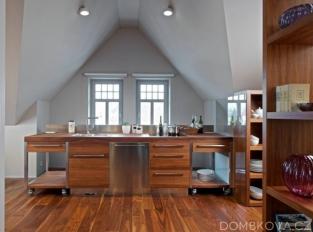 Půdní byt ve vile - kuchyně
