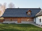 Dva domy, srnky a stromy - exteriér