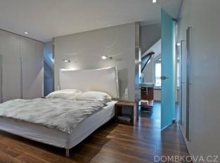 Půdní byt ve vile - ložnice