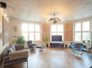 Byt pro milovníky umění - obývací pokoj
