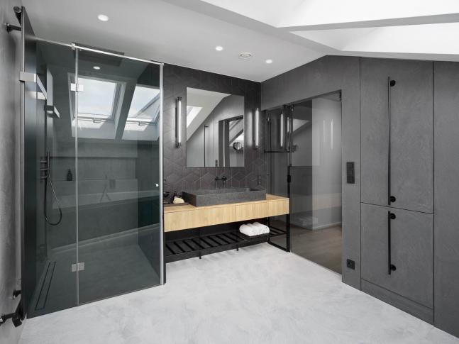 Koupelna šedých tónů