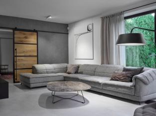 Obývací pokoj v šedých tónech