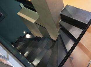 Byt v Haštalské ul. - schodiště