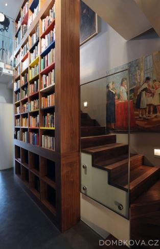 Půdní byt v Bílkově ulici / schodiště