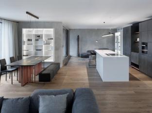Betonová jídelna s kuchyní