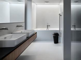 Betonová koupelna