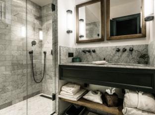 Koupelna hotelu 1898 THE POST
