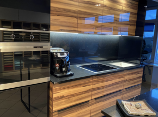 Technistone® Starlight Black v kuchyni