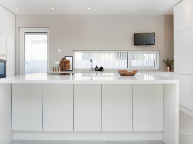 Crystal Quartz White v kuchyni