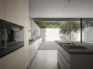 Kuchyň s výhledem na terasu