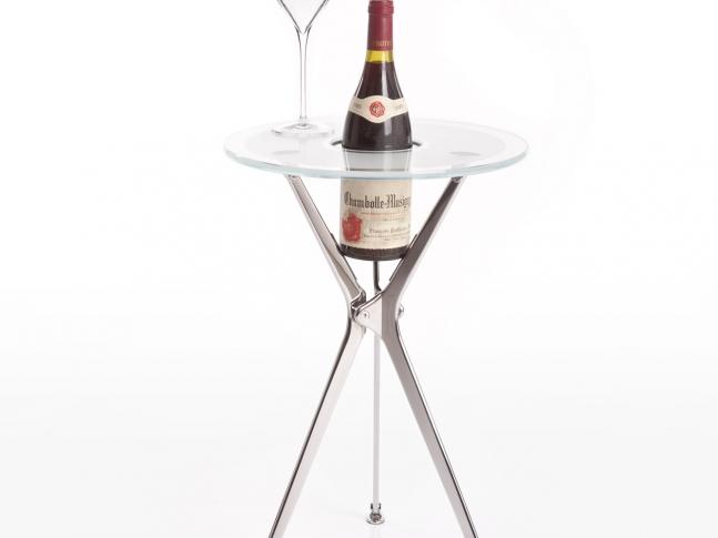 Stolek na víno