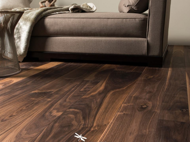 Natural Wood - dřevěné podlahy Dřevěná podlaha European Walnut z kolekce Natural Wood.