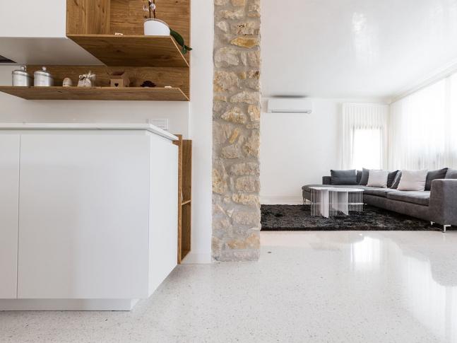 Lixio - luxusní leštěné podlahy Lixio je klasické italské terrazzo s cementovo-polymerovým pojivem.