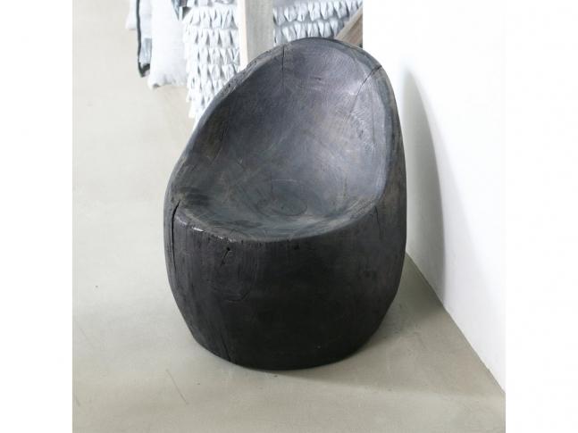 Černé teakové křeslo