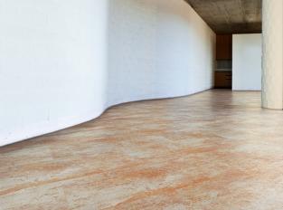 Vinylová podlaha v kovovém designu