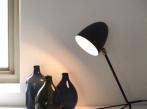 Stolní lampa Serge Mouille TRIPODE
