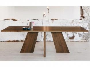 Stůl Hakama