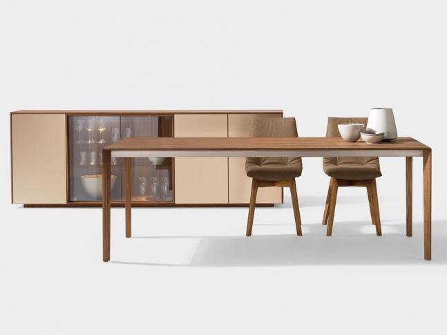 Stůl TAK s dřevěnými nohami