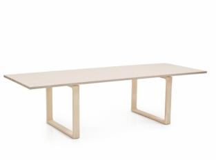 Jídelní stůl Essay