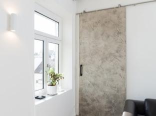 realizace pro atelier OOOOX - posuvné dveře po stěně