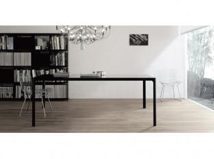 Flat - jídelní stůl