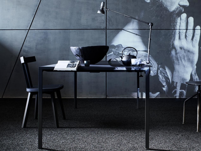 Zátěžový koberec s kovovým leskem