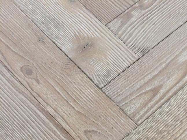 Dřevěná podlaha Herringbone Larch Gstaad