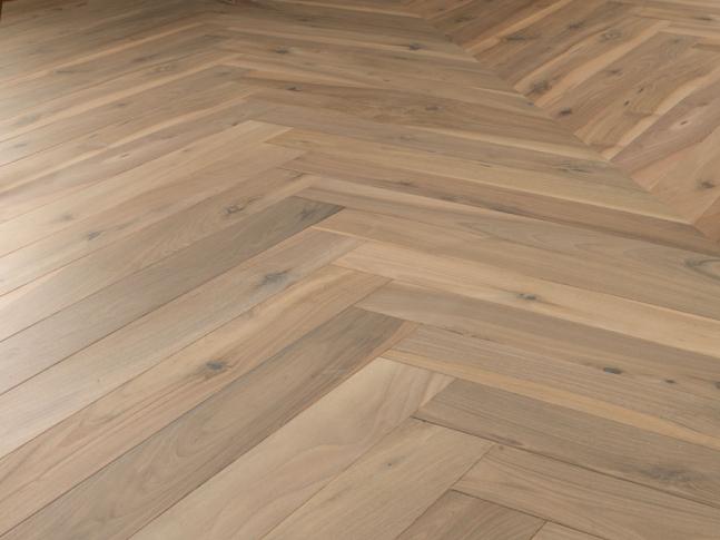 Dřevěná podlaha European Walnut Invisible Varnish