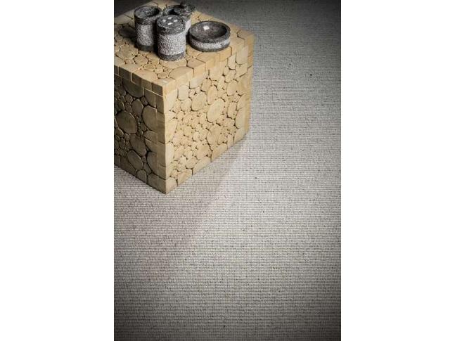 Java - sisalovo-vlněný zátěžový koberec Zátěžový sisalovo-vlněný koberec Java s vysokou odolností.