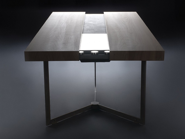 Stůl s integrovanou varnou plochou