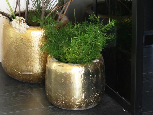 LOOOOX keramický květináč oválný zlatý antik M