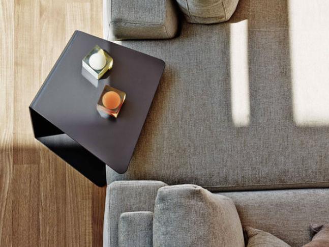 Odkládací stolek Loman