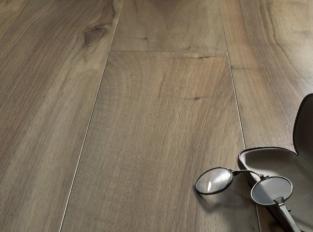 Dřevěná podlaha European Walnut Venezia