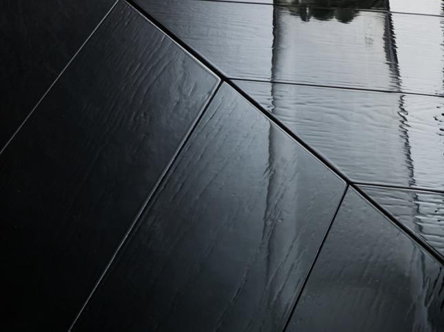 Dřevěná podlaha Nero Lucido
