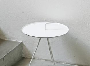 LOOOOX stolek trojnožka s kličkou bílý